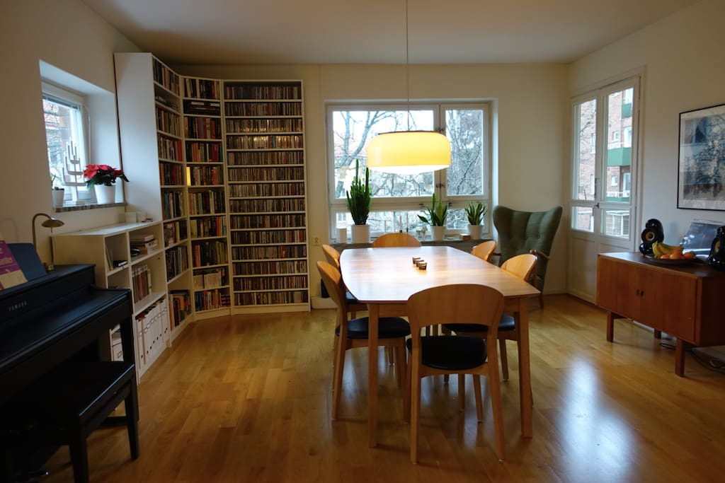 Dining room that connects with the kitchen. Open floor plan.