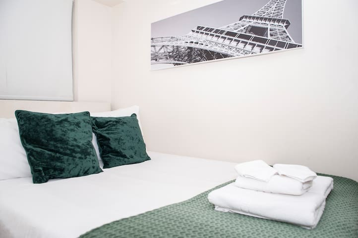 QUIET & COZY apt - close to HYDE PARK and 4 TUBES