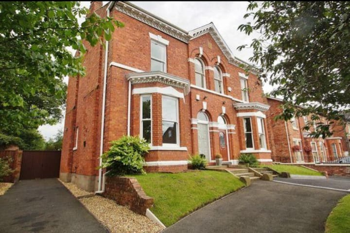 Huge Period house, 5 Minutes from Royal Birkdale