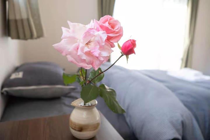 房间光线充足,宽敞明亮,干净舒适。