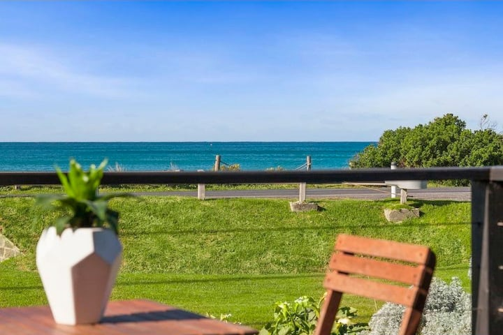 Opposite the beach, Ocean views - Central location