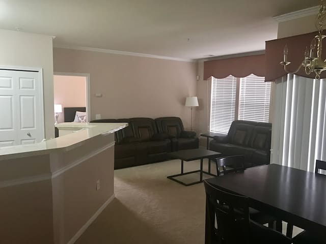 Luxury 2BR in Bowie Town Center. Lots of Amenities - Bowie - Apto. en complejo residencial