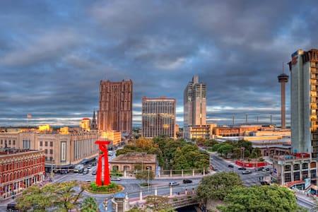 Prime Location, New, and Comfortable - San Antonio