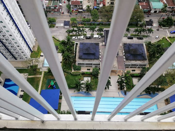 Classic 1BR at Grass Residences for 4pax with Wifi