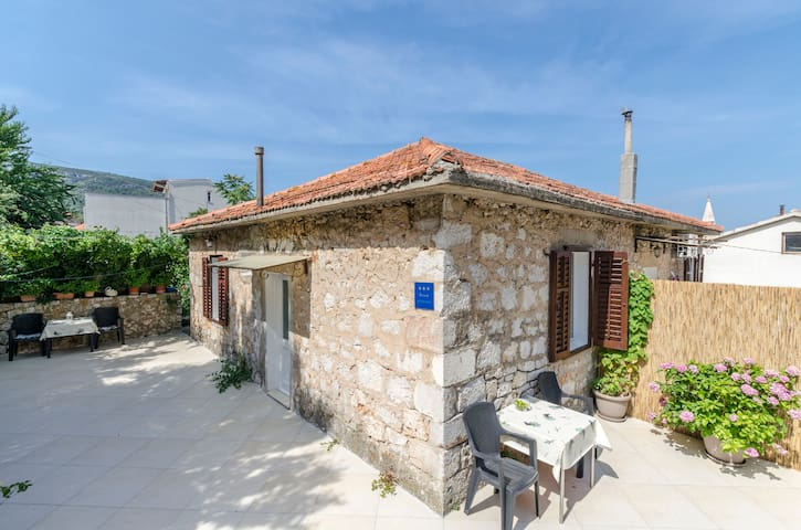 One bedroom Apartment, 200m from city center, seaside in Jelsa - island Hvar, Terrace