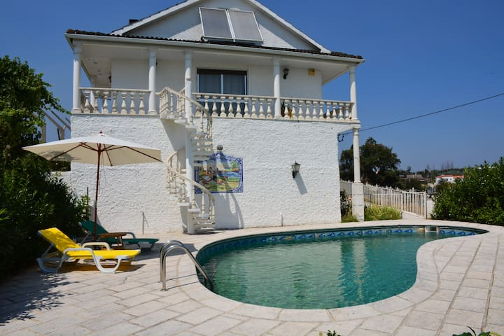 Room José by Casa da Rosa, com piscina privada
