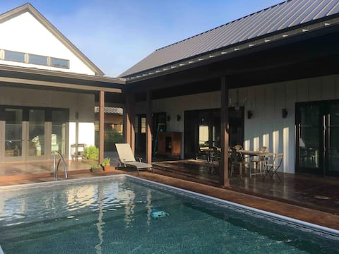 Modern Studio on a Private Horse Farm with a Pool