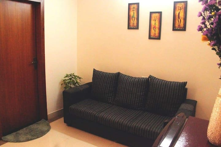 Calm peaceful 1BHK near nightlife shopping stretch 1B