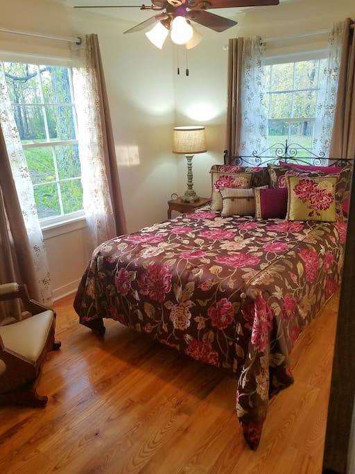 2 bdrms...1 queen/1 full. New mattresses.    1 full/1 queen bed.