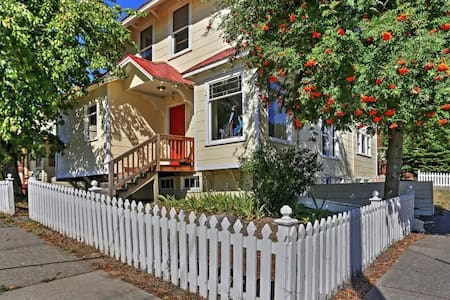 Stunning 4BR Historic Roslyn House w/Wifi - Roslyn - House