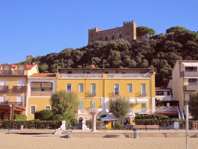 Cosy apartment by the sea, flat B - Castiglione della Pescaia - Daire