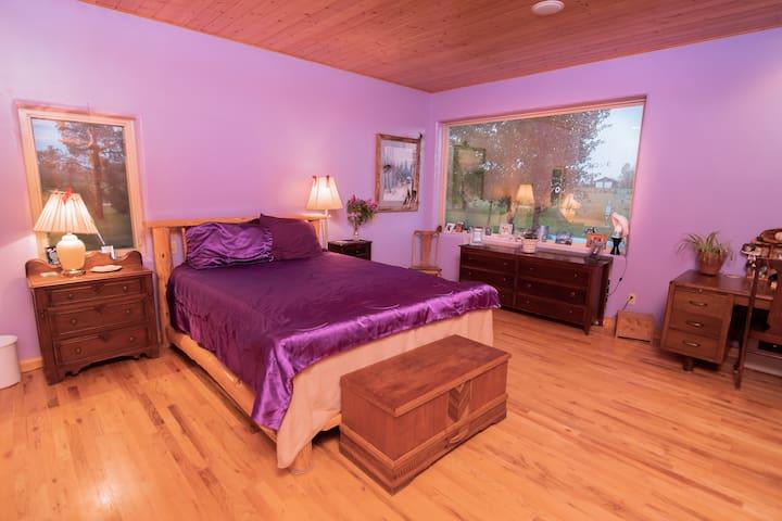 Spacious Purple Room w/ Teton Views