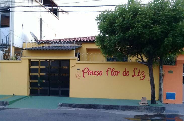 POUSO FLOR DE LIZ