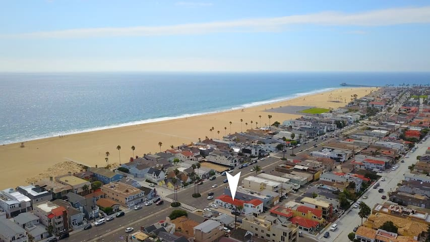 A#3 Modern Home Next to Beach, Sleeps 4 w/AC