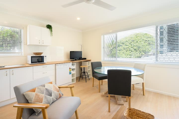 Cozy 1 Bedroom Apartment Minutes From The Beach