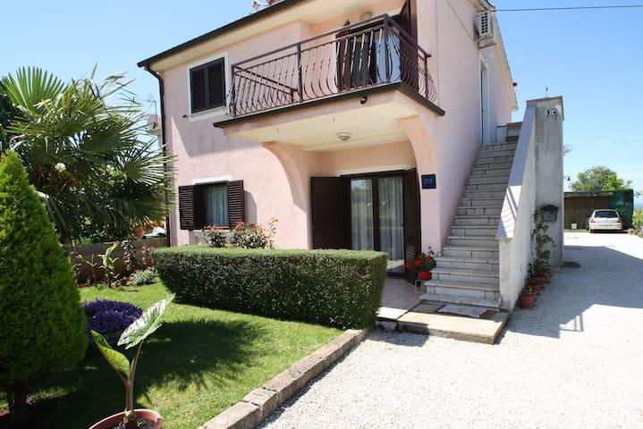 Apartments Katica / Apartment Katica II A2+2