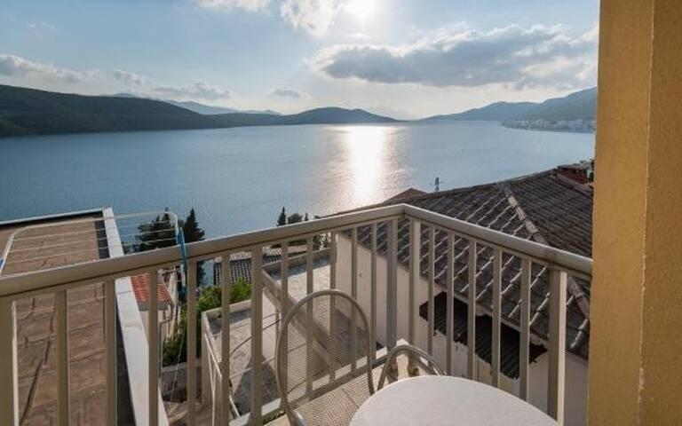 Ankica i Anamarija Apartments - Studio Apartment with Sea View (4)