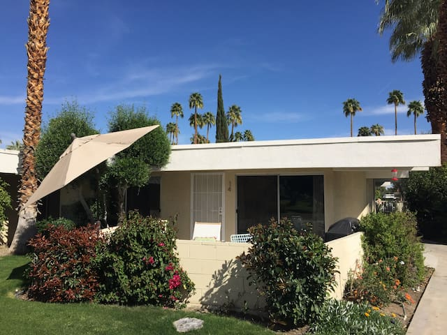 Mid Century - heart of Palm Springs