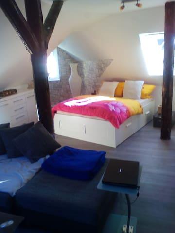Sonniges Studio für 2 in Autobahn A2 nähe Lauenau