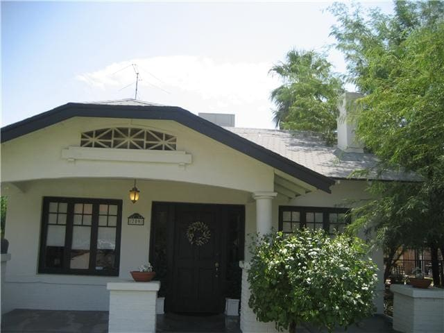 Charm of Downtown Phoenix Bungalow - Phoenix
