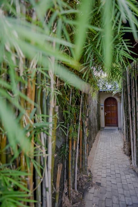 private walk way