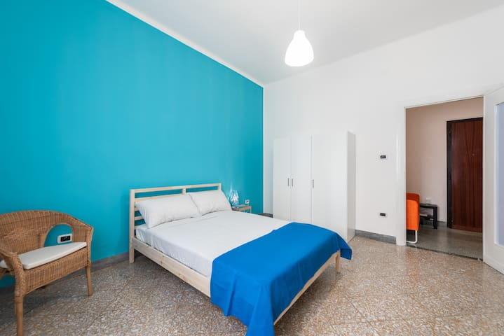 BB11/R4-Bright double bedroom with all comforts