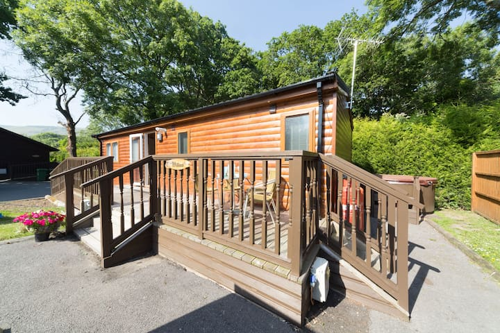Willow Hot Tub Lodge Situated In The Purbeck Hills