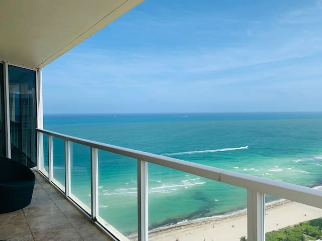 Amazing Ocean views!  Cozy and comfortable condo
