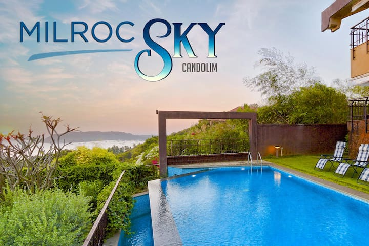 Oceanfront, Infinity Pool 4 Bed Candolim Villa