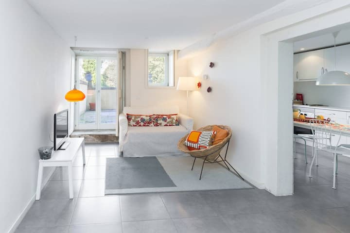 Charming Studio with Patio + Garden (For 2)