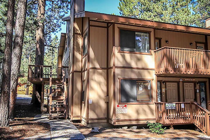 Diamond At The Slopes Tri-Level Condo~Full Kitchen~Central Heat/Fireplace~WiFi~ - Big Bear Lake