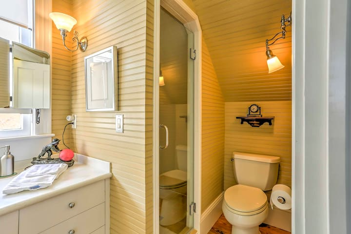 All 3 bedrooms come complete with en-suite bathrooms.