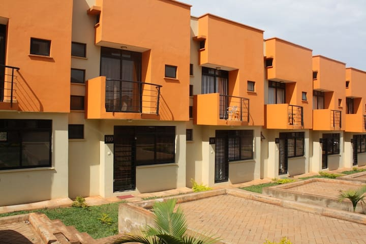 House 100 Kensington Heights Kyanja - Kampala - Apartment
