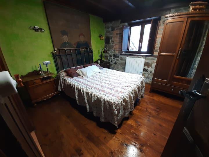 Casa rural de piedra y madera, en Asturias