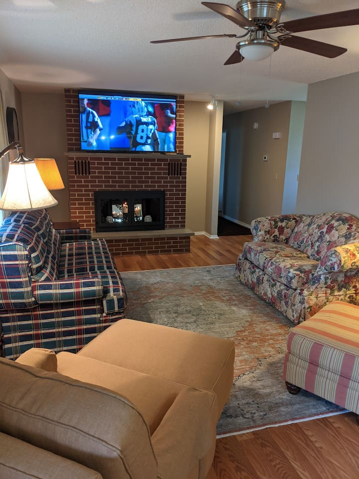 3 bdrm fully furnished home on Bull Shoals Lake
