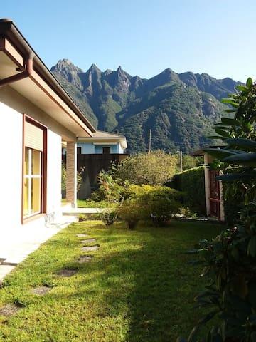 Villa singola con giardino privato