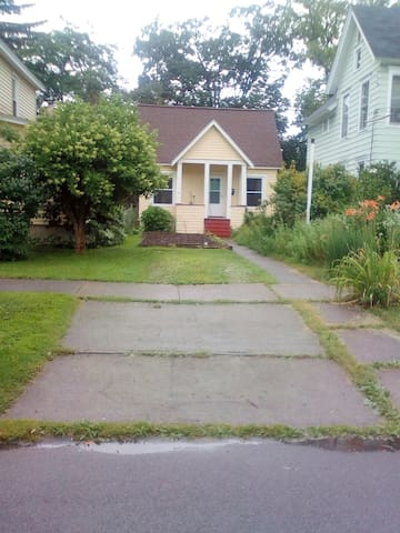 House, walking distance from downtown Cortland