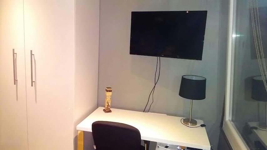 coin télé et bureau