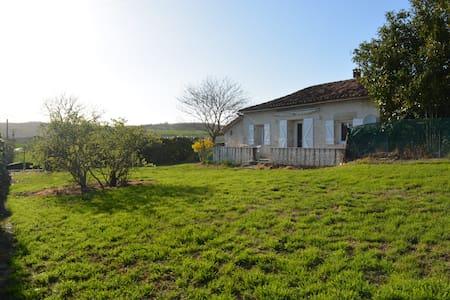 Gîte avec piscine couverte - Monflanquin - Haus