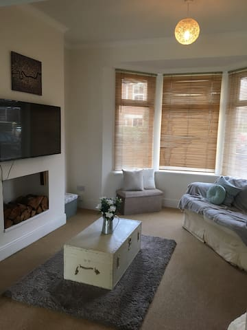 Fantastic 2 bedroom house champions league - Newport - Huis