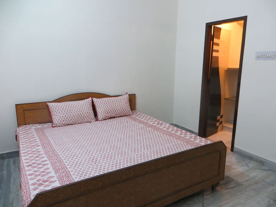 Bed room opposite view