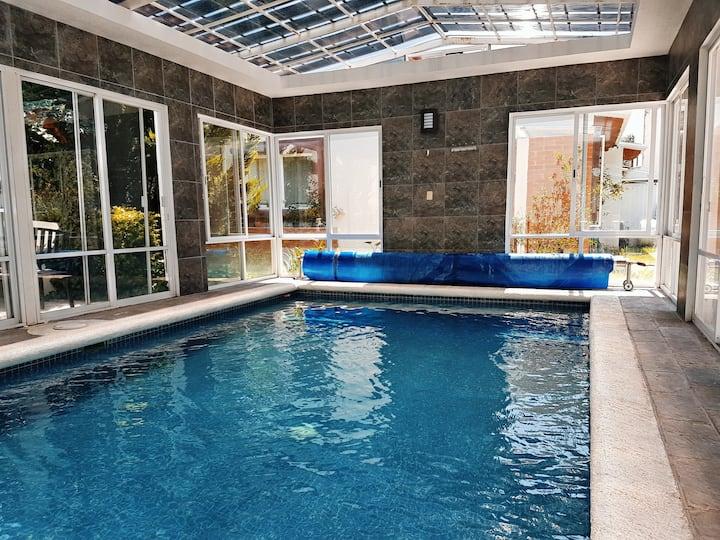 Casa. Alberca techada, climatizada (panel solar)