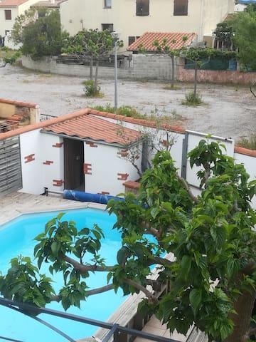 Charmant F1 avec jardin et piscine