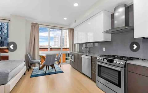 "Modern ""hotel suite"" type studio apt near Grove st"