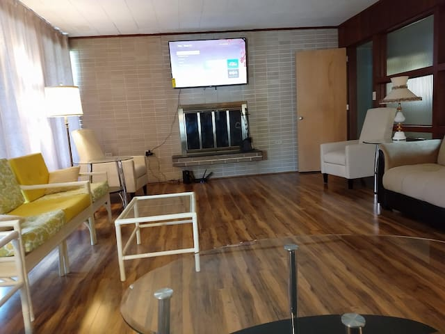 Huge Mid Century Modern Home-Handicap Accessible!