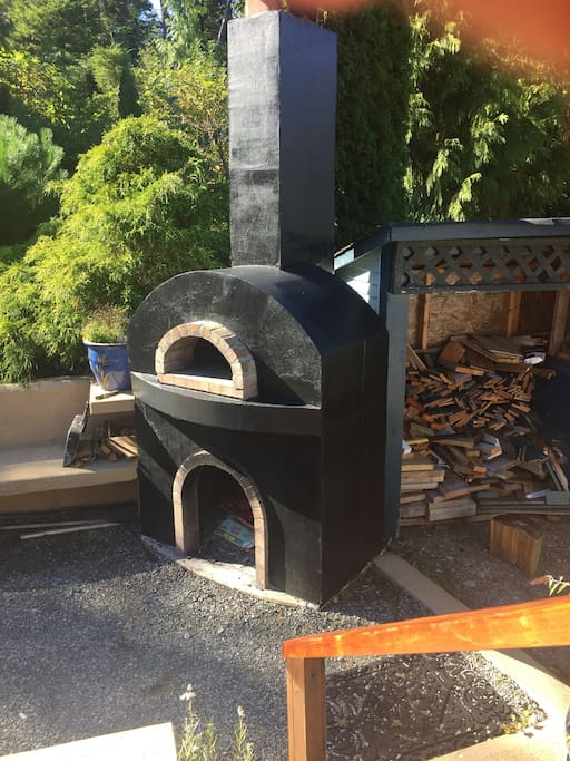 Fire pit + Pizza oven in back yard