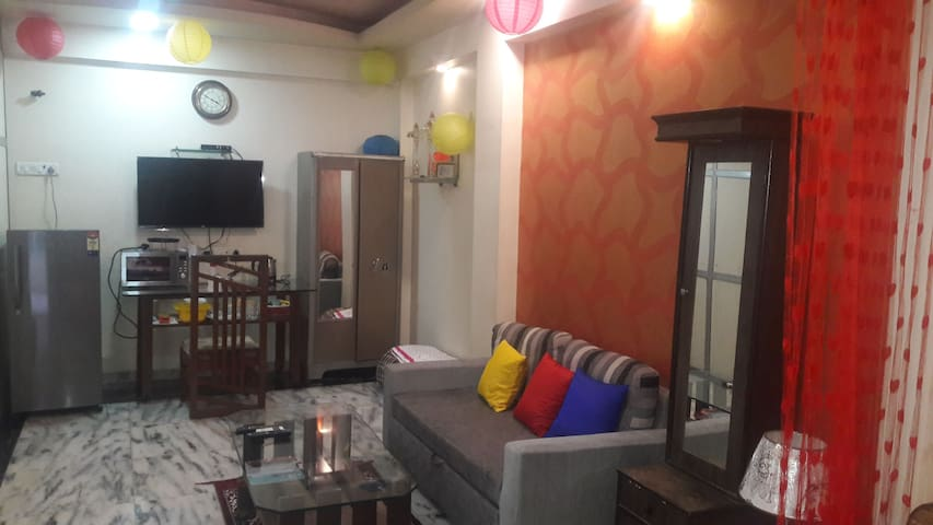 PRIVATE ROOM IN ANDHERI WEST ..FOUR BUNGLOWS - Bombai - Casa