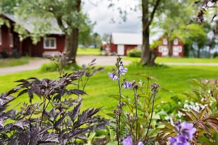 Koselig stabbur på Staven gård, Namdalen.