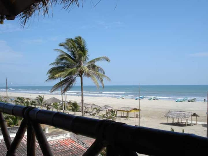 Hostal La Vista Beach Front - Family Rm1