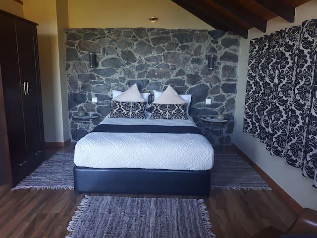 1ºquarto de casal 1st double bedroom